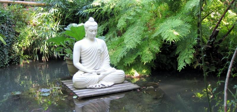 Die Stilechte Buddha Figur Fur Den Bambusgarten Bambusborse
